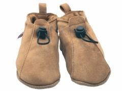 Soft leather baby shoes, Toggle adjustable elastic shoes in sand.
